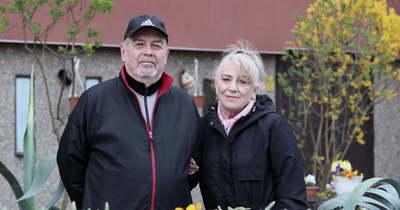 A Sipos házaspár kiskertje új környezetbe repíti a fehérvári panelok közt sétálókat