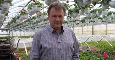 Nemcsak szereti, de évtizedek óta termeszti is a szép virágokat a szécsényi család