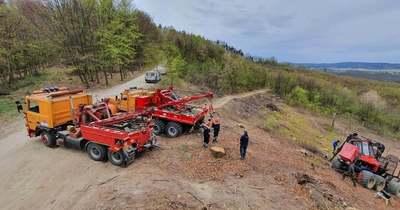 Erdészeti munkagépet mentettek Páka és Szécsisziget között