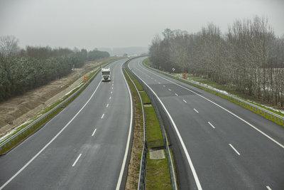 Új magyar fejlesztés épült az M7-es mellett, ilyet még nem láthattak az autósok
