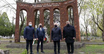 Kőváros Kőemberek – A bombázás áldozataira emlékeztek Győrben – fotók