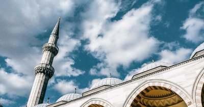 A belügyminiszter elítélte a mecsetrongálást, az ellenzék azonban kettős mércét emleget