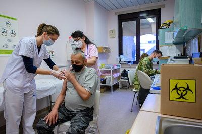 Átlépte a beoltottak száma a hárommilliót Magyarországon - videó