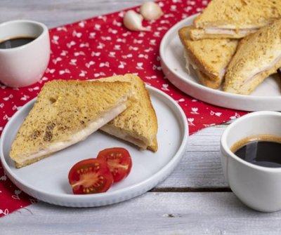 Indítsd a reggeled ezzel a tuti sütőben sült töltött bundás kenyérrel - olajszag nélkül