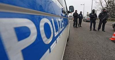 Német rendőrök elől menekültek, balesetet szenvedtek