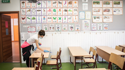 Iskolanyitás: rettegnek a szülők, de mit gondol a virológus?