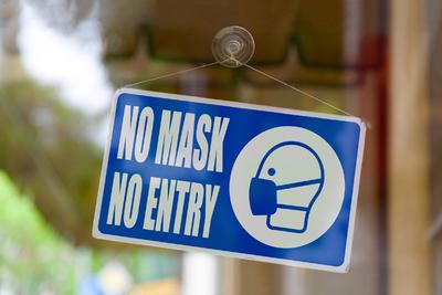 Több év börtönre ítélhetik a nőt, aki maszk nélkül vásárolt egy győri boltban