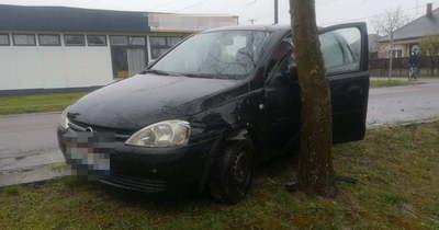 Nem adott elsőbbséget a kunmadarasi sofőr, nekiment a másik autónak