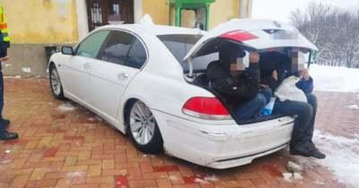 Eplénynél fogták el a rendőrök az embercsempészt és kilenc utasát