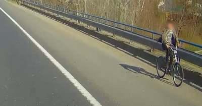 A forgalommal szemben biciklizett az M7-es autópályán (videó)