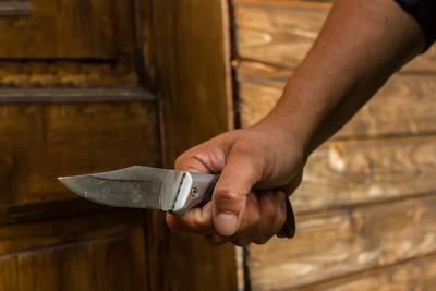 Nem kapott pénzt az anyjától, késsel támadt rá