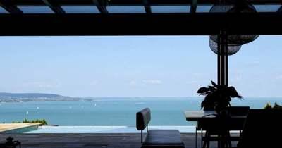 Kilátás a Balatonra: vendégségben egy tihanyi nyaralóban