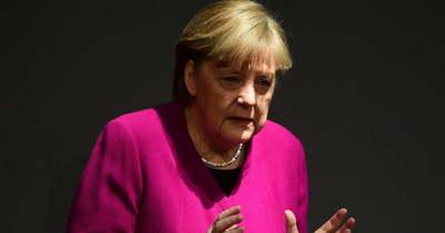 Elbocsátó üzenet Merkelnek