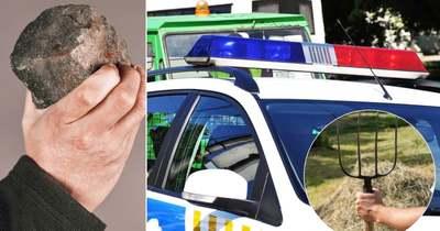 """""""Megdöglötök, leszúrlak titeket"""" – téglával, vasvillával támadt a rendőrökre egy család"""