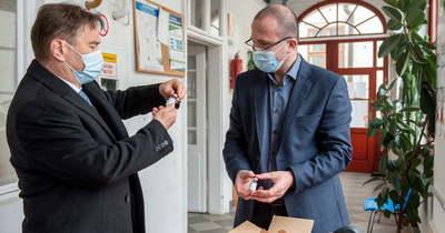 Újabb AstraZeneca szállítmány érkezett Egerbe (fotók)