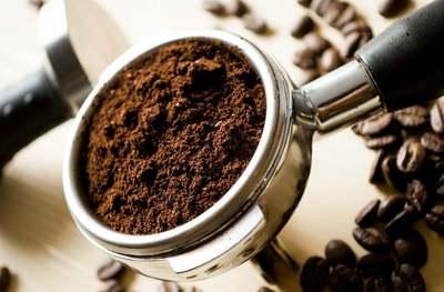 Szórj kávézaccot a kertedbe, eszméletlen lesz a hatás