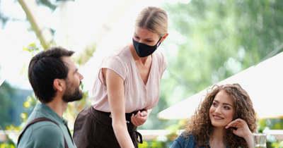 Koronavírus – Maradnak a védelmi intézkedések, de a teraszok már készülhetnek a nyitásra