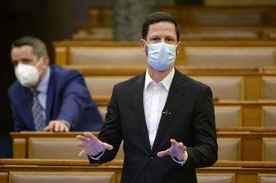 Újra megkérdeztük a magát Szputynik V-vel beoltató Tordai Bencét, visszavonja-e a keleti vakcinák elleni beadványt