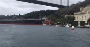 Egy 200 éves kastélyba szaladt bele egy teherhajó – VIDEÓ