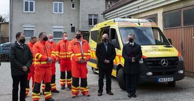 Új életmentő esetkocsi érkezett a bicskei mentőállomásra
