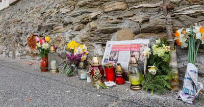 Mécsesek, virágok Törőcsik Mari velemi házánál