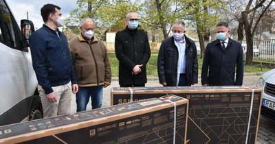 Két darab QLED 8K televíziót kapott a szolnoki Hetényi Géza Kórház