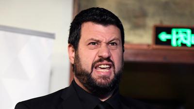 """Kutyák, szélsőjobbos kommentcsürhe, gyülevész csőcselék – cikket írt Puzsér a Mandiner """"kommentelő trolljairól"""""""