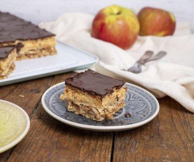 A legfinomabb tepsis házi sütemény: almás krémes roppanós csokiréteggel