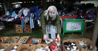 Összegyűjti mások felesleges tárgyait a kevesebb hulladék reményében