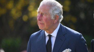 Összeomlott Károly herceg: zokogásban tört ki a fotósok előtt