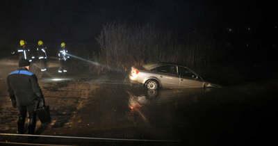 Elképesztő baleset: az M3-asról a mocsárba vezette a GPS a sofőrt