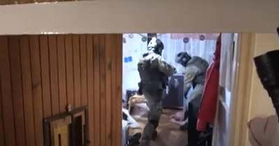 Videó: lecsapott a TEK a Komáromban is terjesztő dílerhálózatra – fegyvereket is találtak