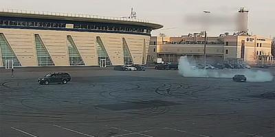 Kiment a BMW-s gumit égetni a parkolóba, aztán megtörtént élete legrosszabb rémálma - videó
