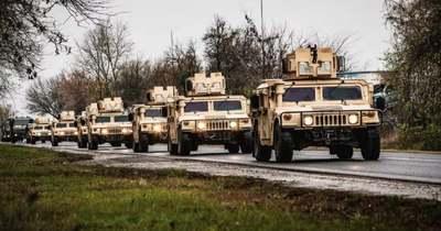 Figyelem! Katonai konvoj vonul Pápáról a 83-as főúton Győr felé