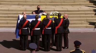 Nem bírták tartani magukat: Károly és Anna hercegnő is zokogásban tört ki a temetésen
