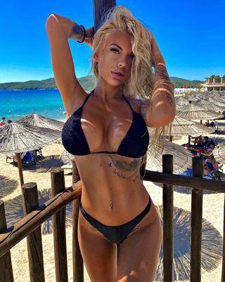 Apró, szexi bikiniben fotózták Szegedi Fecsó új barátnőjét - képek