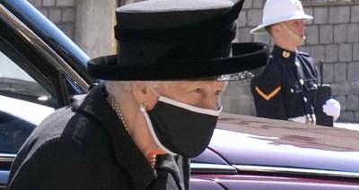 Megrogyott Erzsébet királynő lába, amikor meglátta férje koporsóját