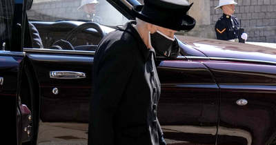 Könnyeiket törölgették a királyi család tagjai, ez történt még Fülöp herceg temetésén – Fotók