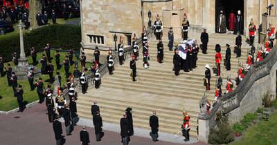 Botrány Fülöp herceg temetésén, félmeztelen nő zavarta meg a gyászolókat