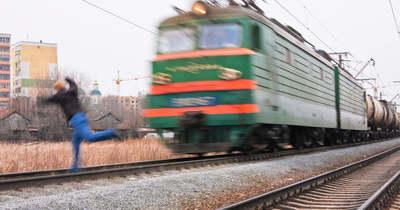 Tatabányai mozdonyvezető mondta el, mit tud tenni, ha valaki a vonat elé lép