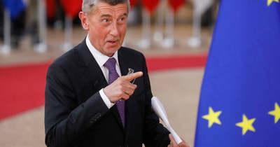Tizennyolc orosz diplomatát utasított ki Csehország