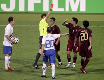 A futballtörténelem legbrutálisabb meccsén 36 piros lapot adott a bíró