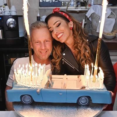 Rubint Réka két autóval is meglepte férjét az 50. születésnapján - videó