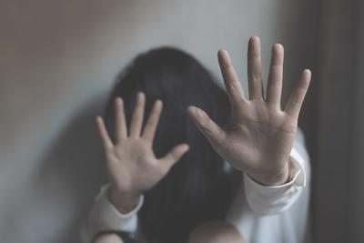 Öt éven át erőszakolta nevelt lányát egy Pest megyei férfi