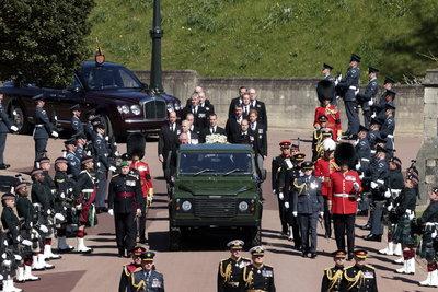 A hagyományoktól eltérő volt Fülöp herceg temetése, kibékült Harry és Vilmos herceg