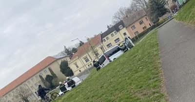 Villanyoszlopnak hajtott egy autó Sopronban