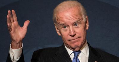 Forog a világ Bidennel, a pénteki migránsstop rendelet után mégis megemeli a kvótát