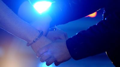 Úgy földre tepertek egy férfit a román rendőrök, hogy meghalt