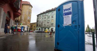 Mi történik Józsefvárosban? A járdán állnak a Toi Toi-vécék – Fotók!