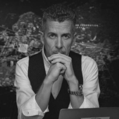 Rákay Philip (Facebook): Szél Bernadett ma újságírókkal és kamerával várt a kapumban